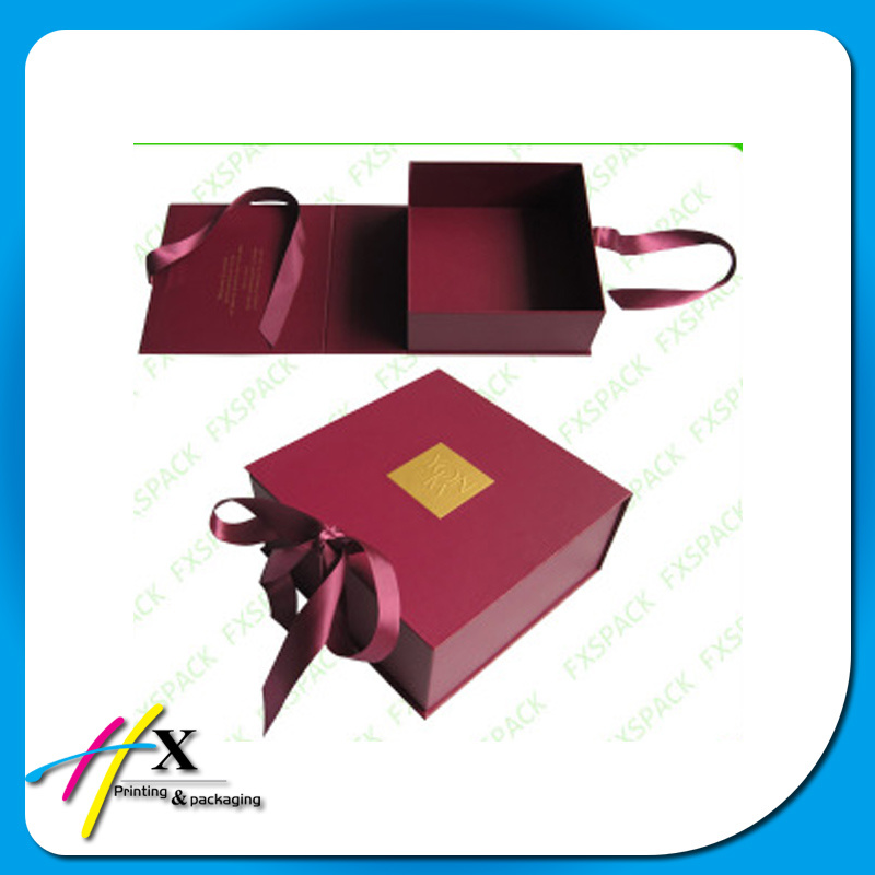 Luxury Packaging Box for Apparel with PVC Window