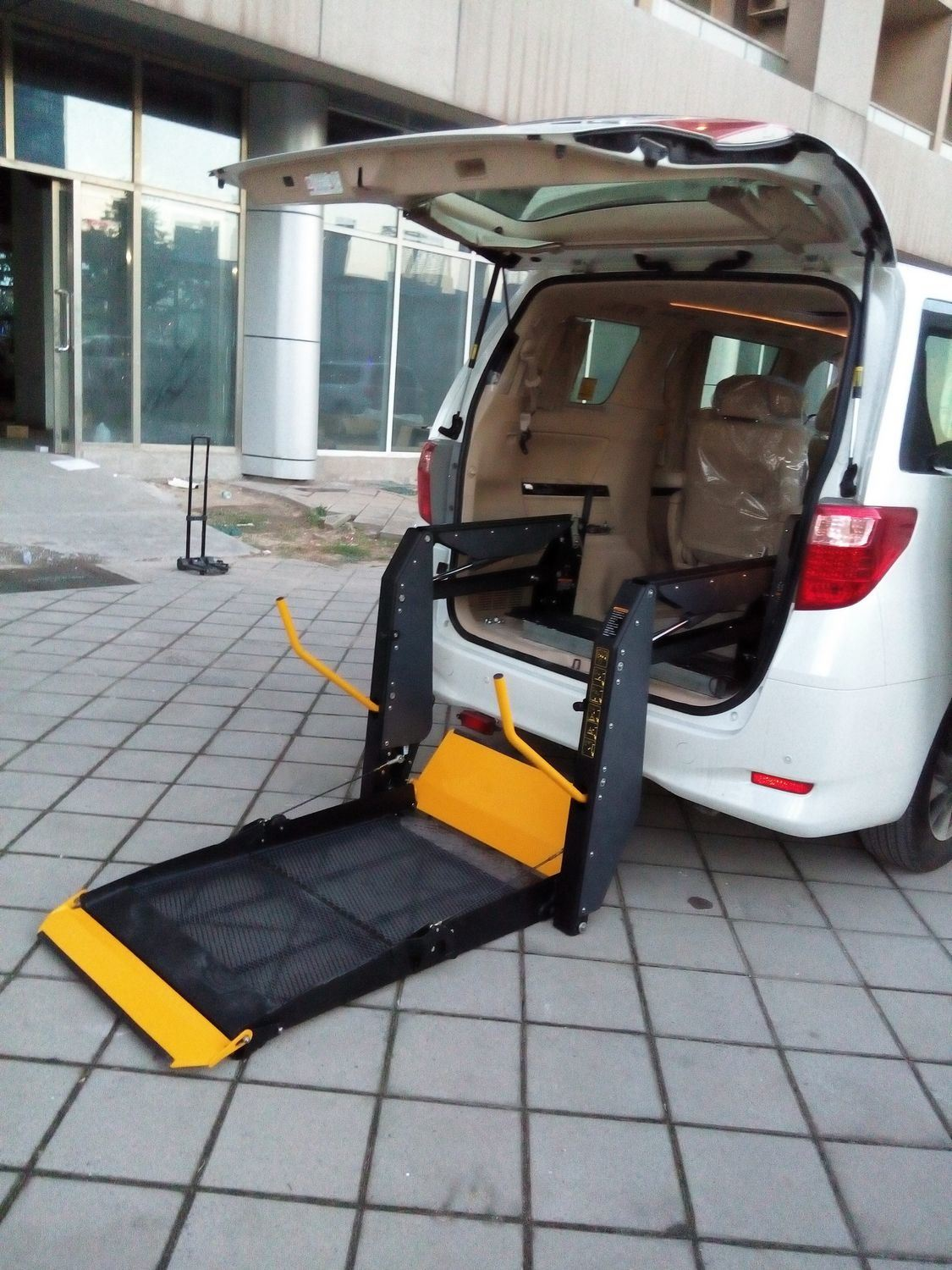 Ce Wheelchair Lift Electric Disabled Elevator for Van with 350kg Loading (WL-D-880/880U/880S)