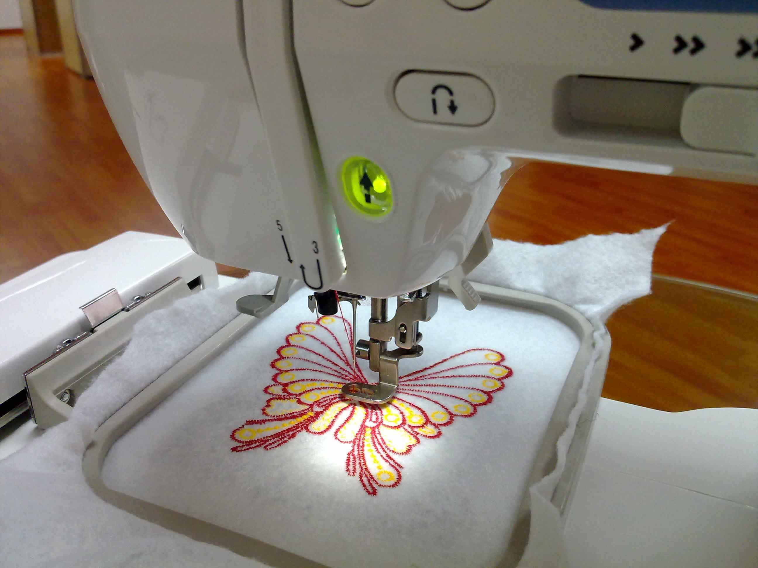 China domestic sewing and embroidery machine for small