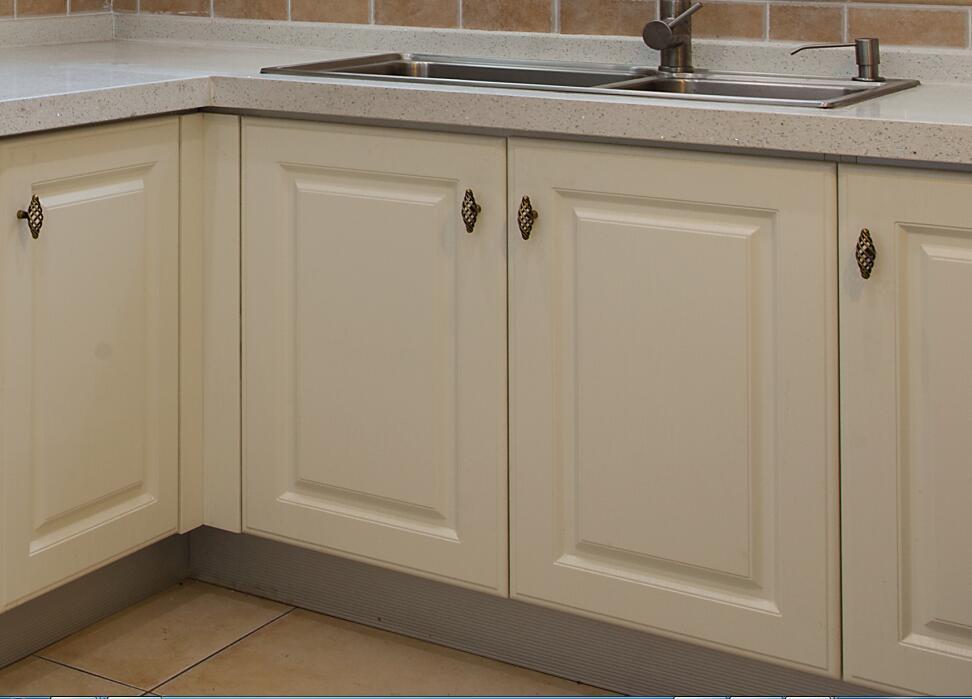 2017 New Design White Solid Wood Kitchen Cabinet Furniture Yb-1706017