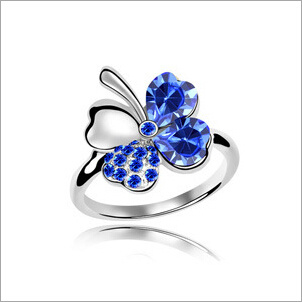 VAGULA Four-Leaved Clover Rhinestone Fashion Silver Ring