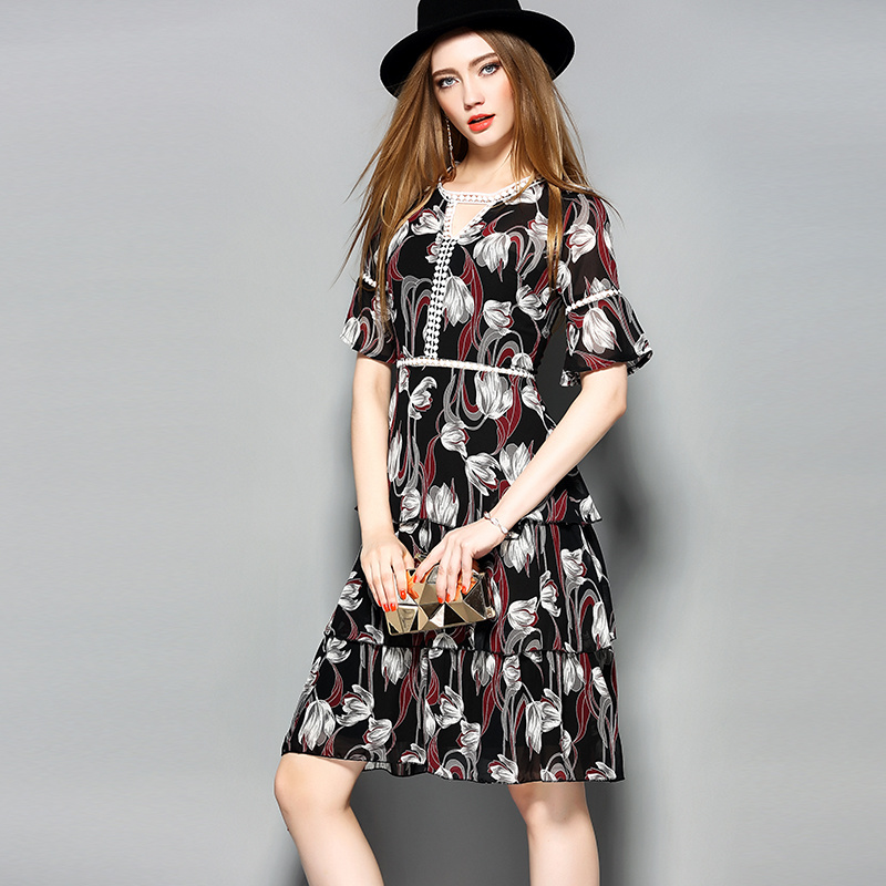Floral Hollow Lace Tiere Women Dress with Front Triangle Hole
