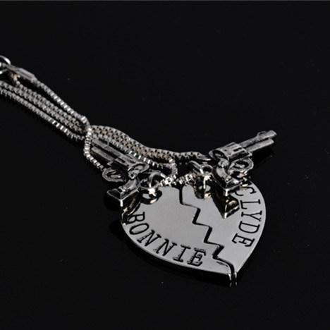 2PCS/Set Thelma Louise/Bonnie Clyde Pistol Gun Heart Pendant Lover Couple Necklace