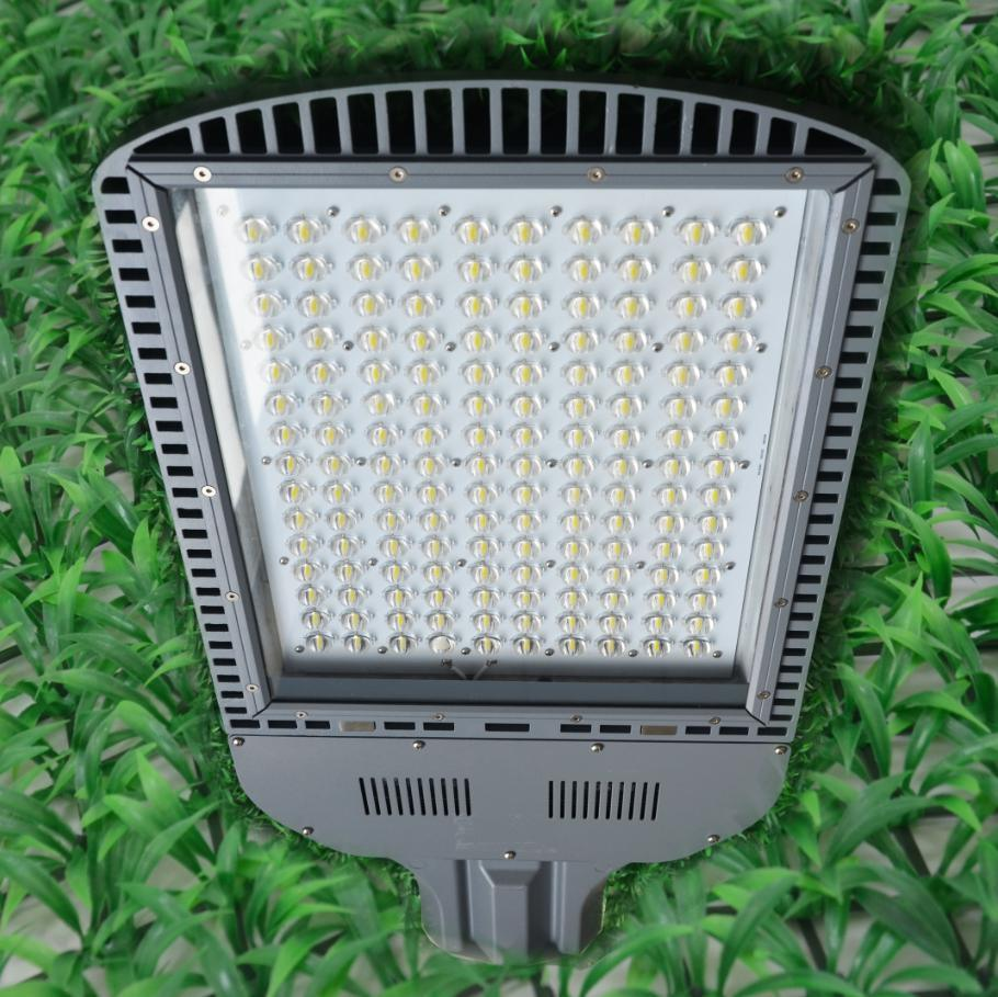 Competitive 120W LED Street Light with CE (BDZ 220/120 65 Y W)