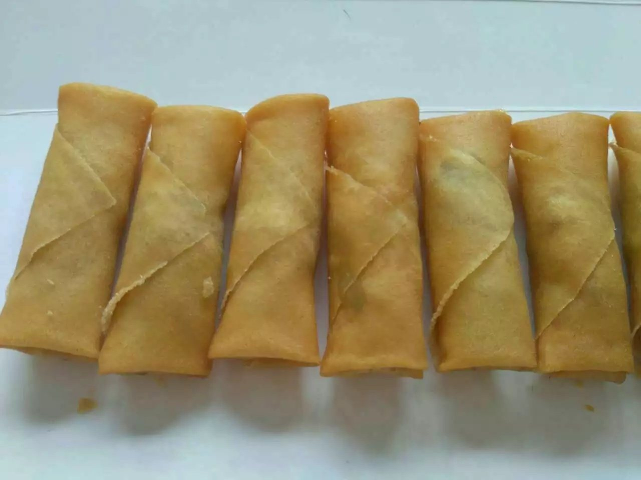 25g Cylinder-Shaped Vegetable Spring Rolls
