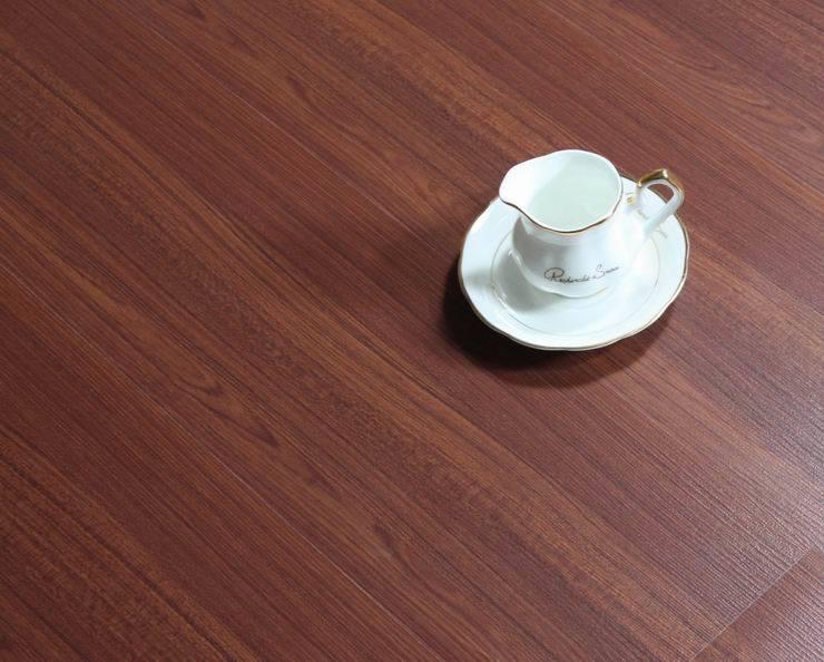 Waxing laminate floors