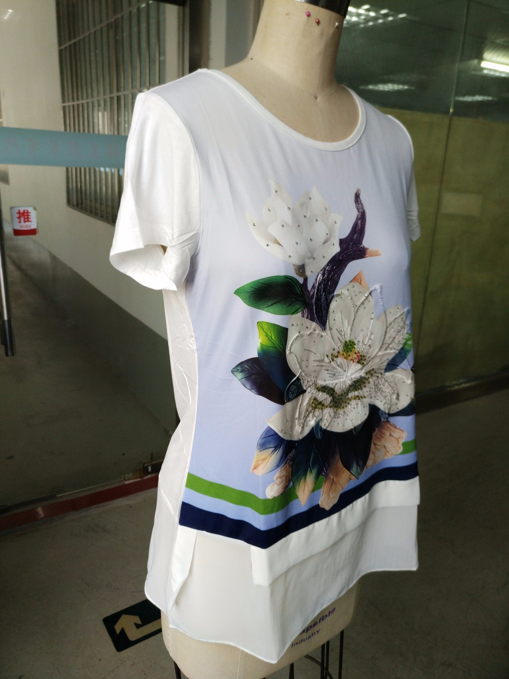 Latest Fashion Ladies T-Shirt with Flower Clothes