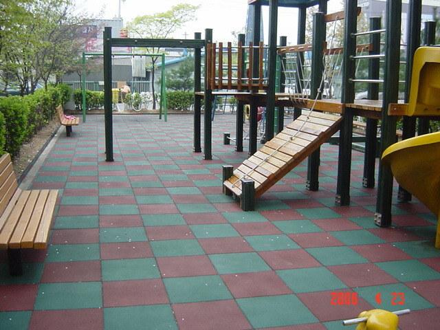 China Pinhole Interlocking Playground Rubber Tiles Mr 01