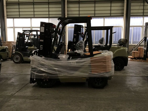 Sit-on Reach Forklift Truck