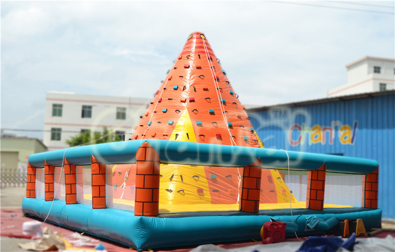Pyramid Inflatable Climbing Wall with Mattress Sale (chsp402)