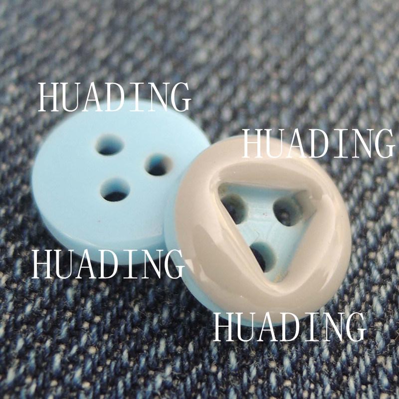 3-Hole Fashion Beautiful Plastic Sewing Button of Garment (HD1143-15)