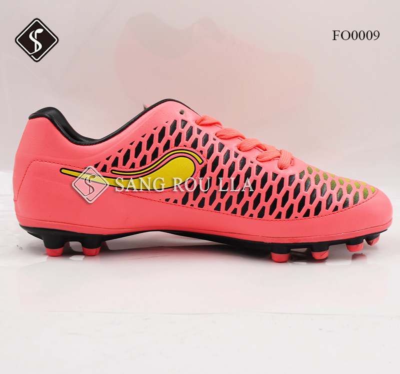 Sports Soccer Shoes for Man with PU Outsole