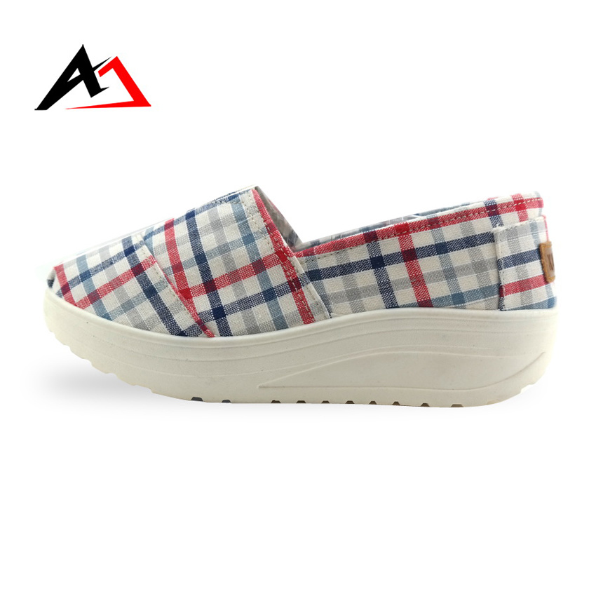 Leisue Cheap Shoes Fabric Injection Canvas Boots for Women (AK301)