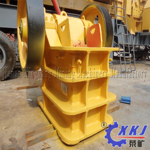 2017 Hot Sale Small Scale Mobile Jaw Crusher / Stone Crusher Gravel Crushing Machine