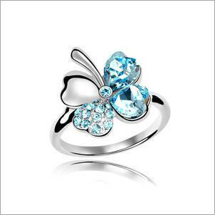 VAGULA Four-Leaved Clover Rhinestone Fashion Silver Ring
