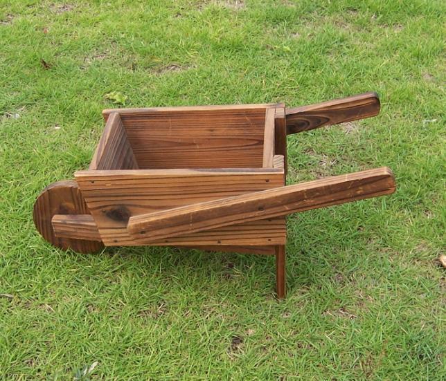 Outdoor Novety Wheelbarrow Planter Antique-Looking Cedar Wood Cart Wood Wheel