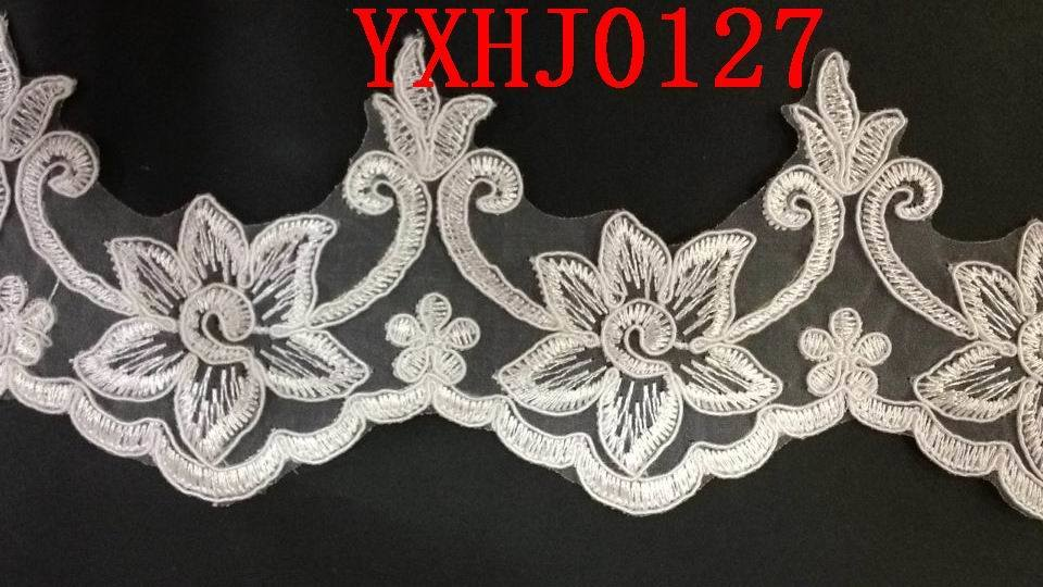 Familiar in Hot Selling Lace Embroidery