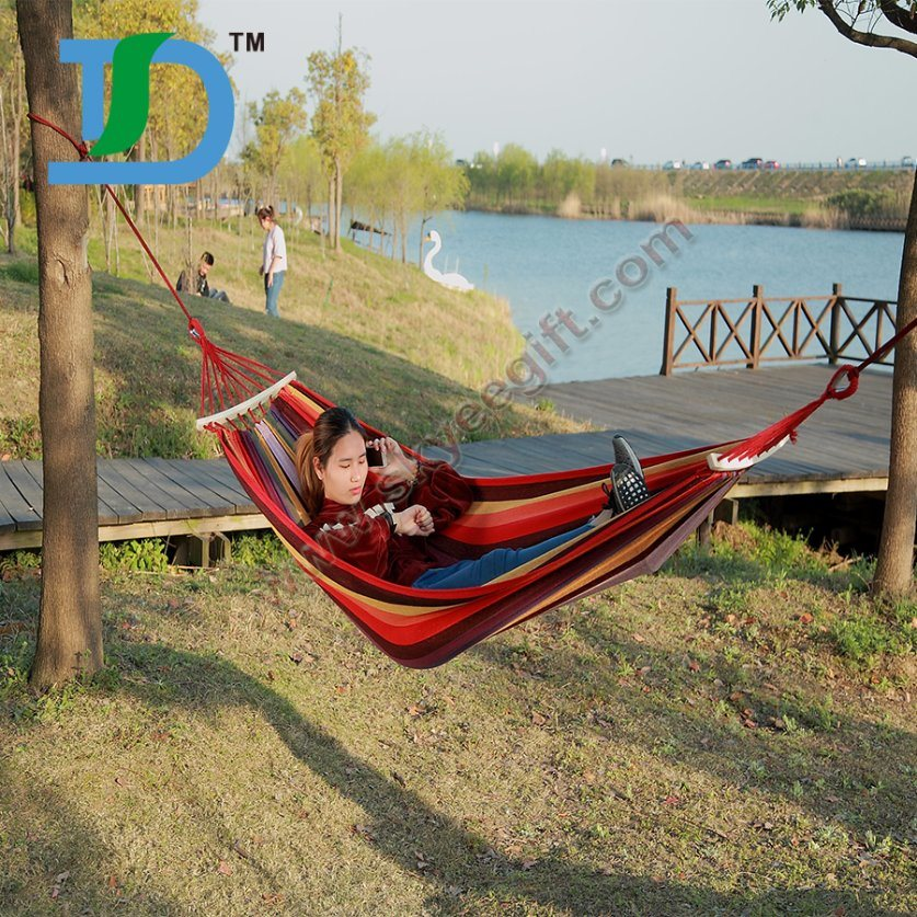 High-Quality Colorful Fabric for Custom Hammock with Woodern Strips