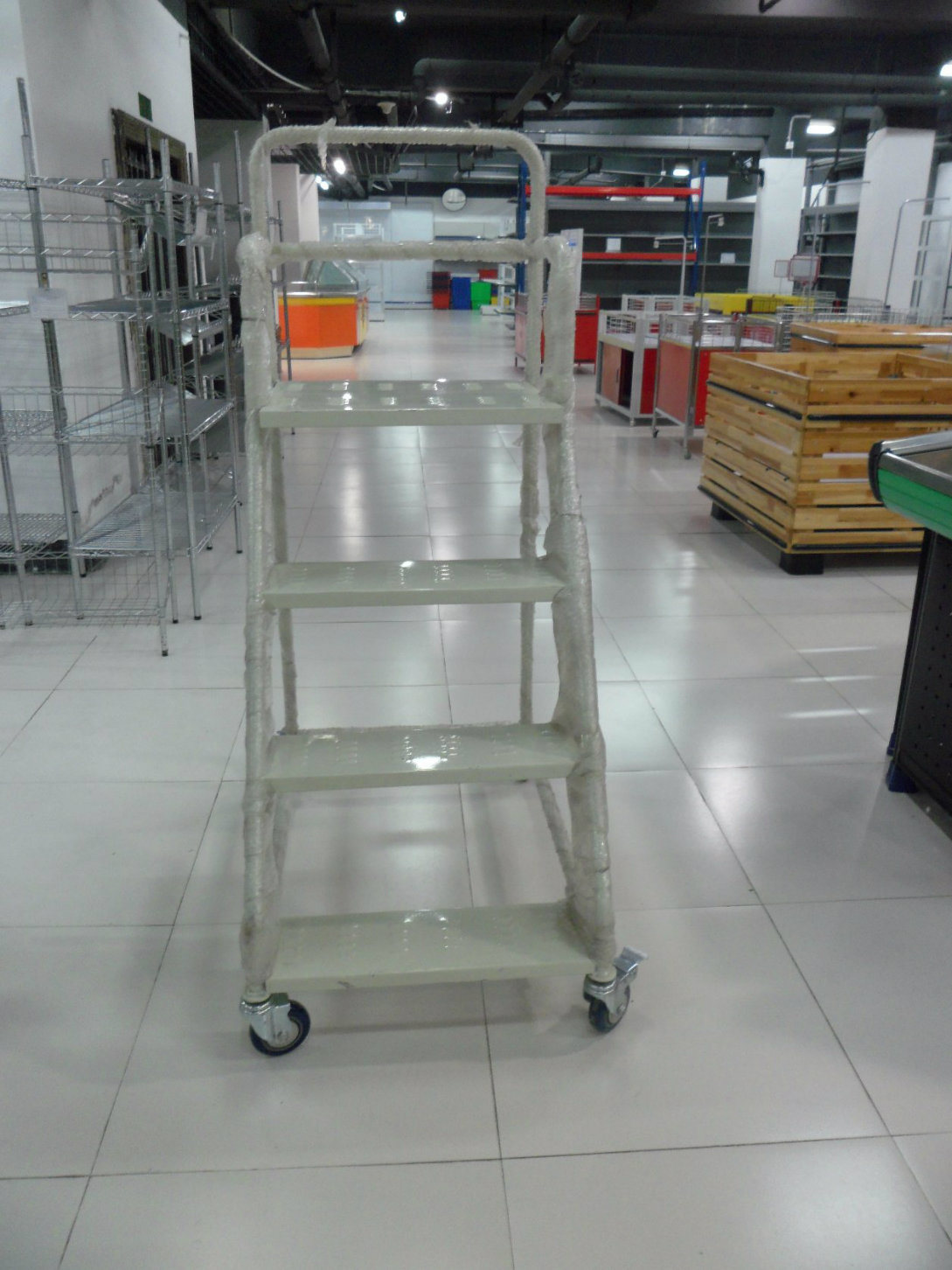 Industrial Platform Step Ladder Warehouse Steel Ladder with 4 Wheels