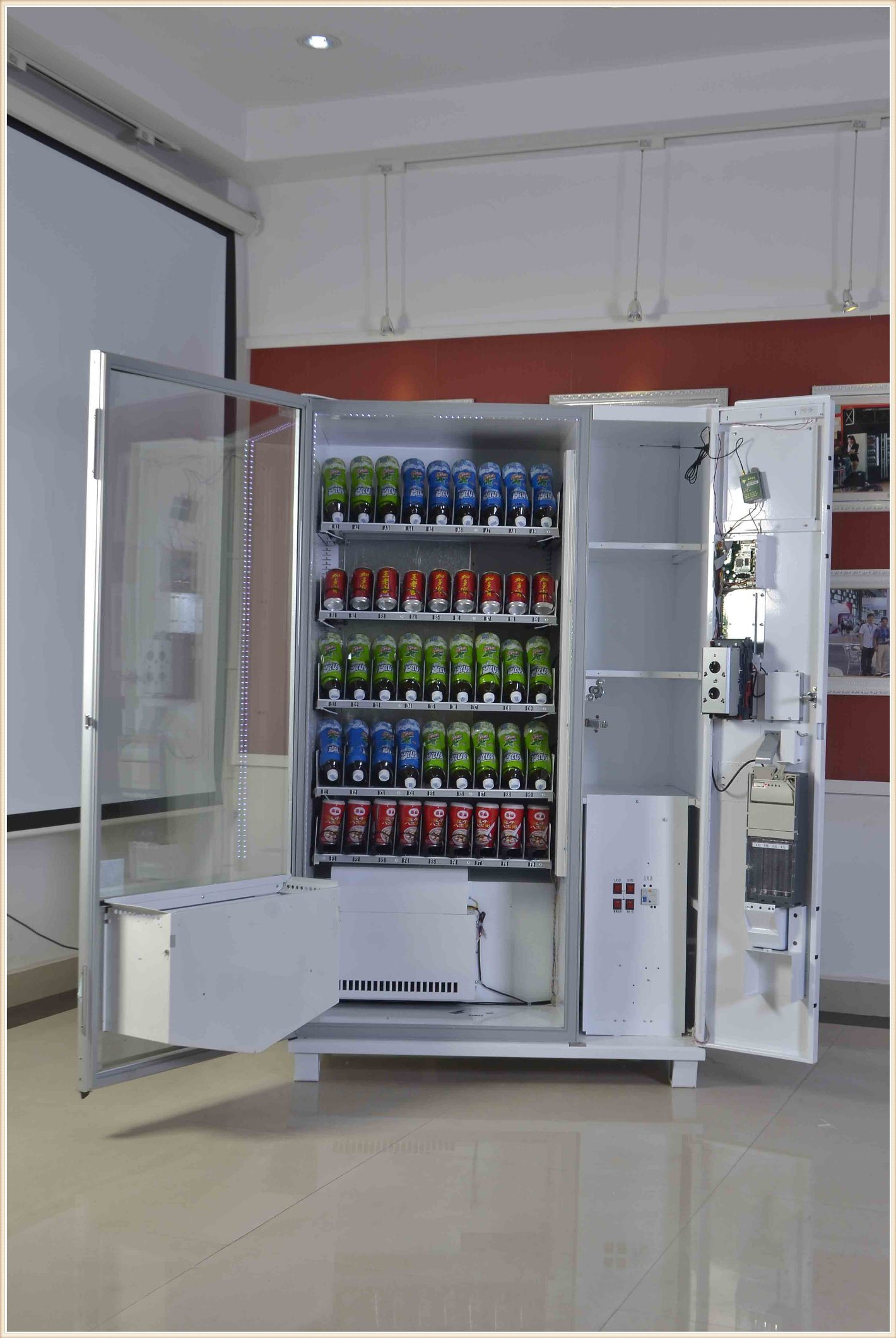 Soft Drinks Energy Drinks Vending Machine with Coin Mesh