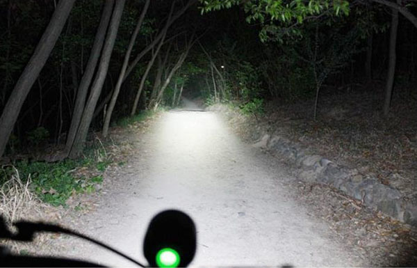 Bike lamp , XML-T6  900 LUMENS  LED bike light