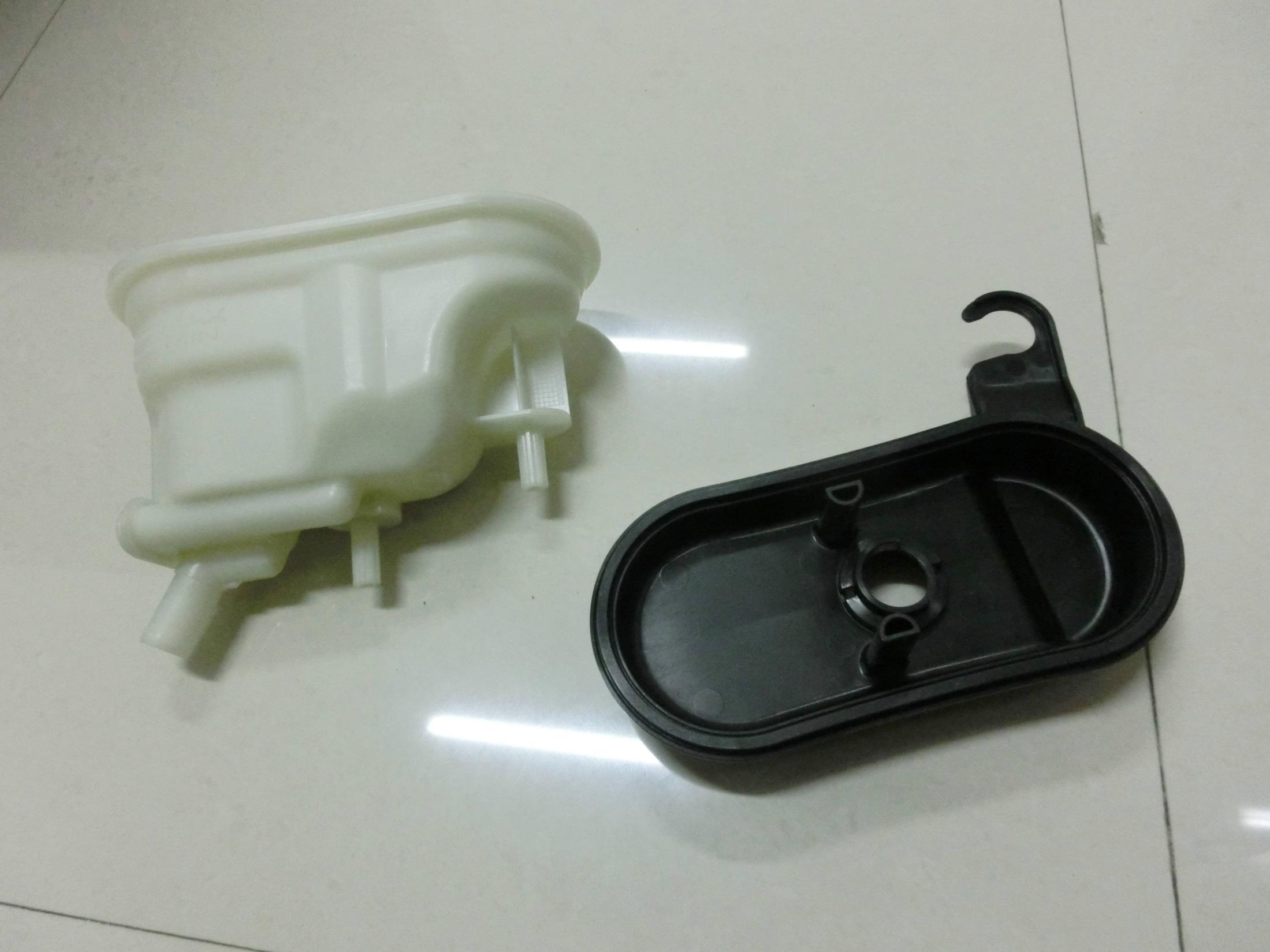 Injection Moulded Auto Interior of Reservoir Lid/Body