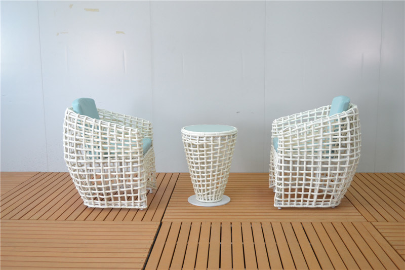 Europe Type Handmade Rattan Cafe Chairs and Coffee Table