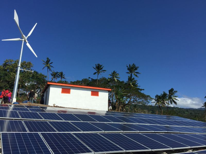 High Output Efficiency Solar Wind Energy off Grid System Supply Power for Island, Farm etc.