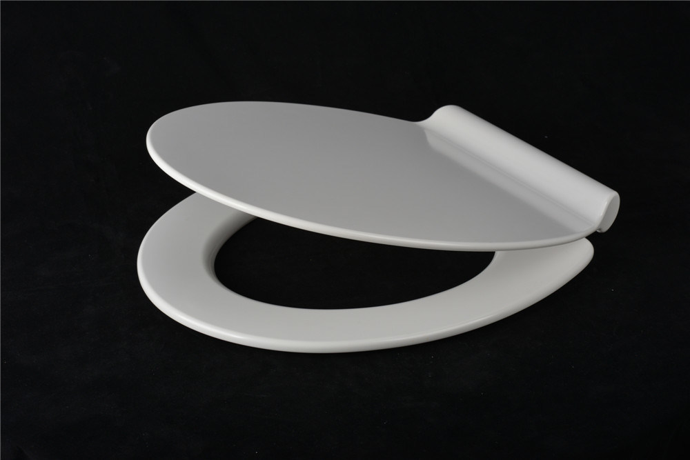 Modern White Duroplast Toilet Seat with Slim Lid Design