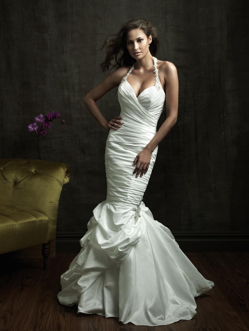 Свадебное платье русалочка,открытое декольте в форме сердечки,на бретельках