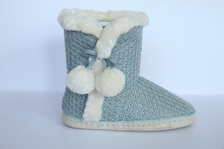 Women′s Kint Boot with Yarn Pompoms