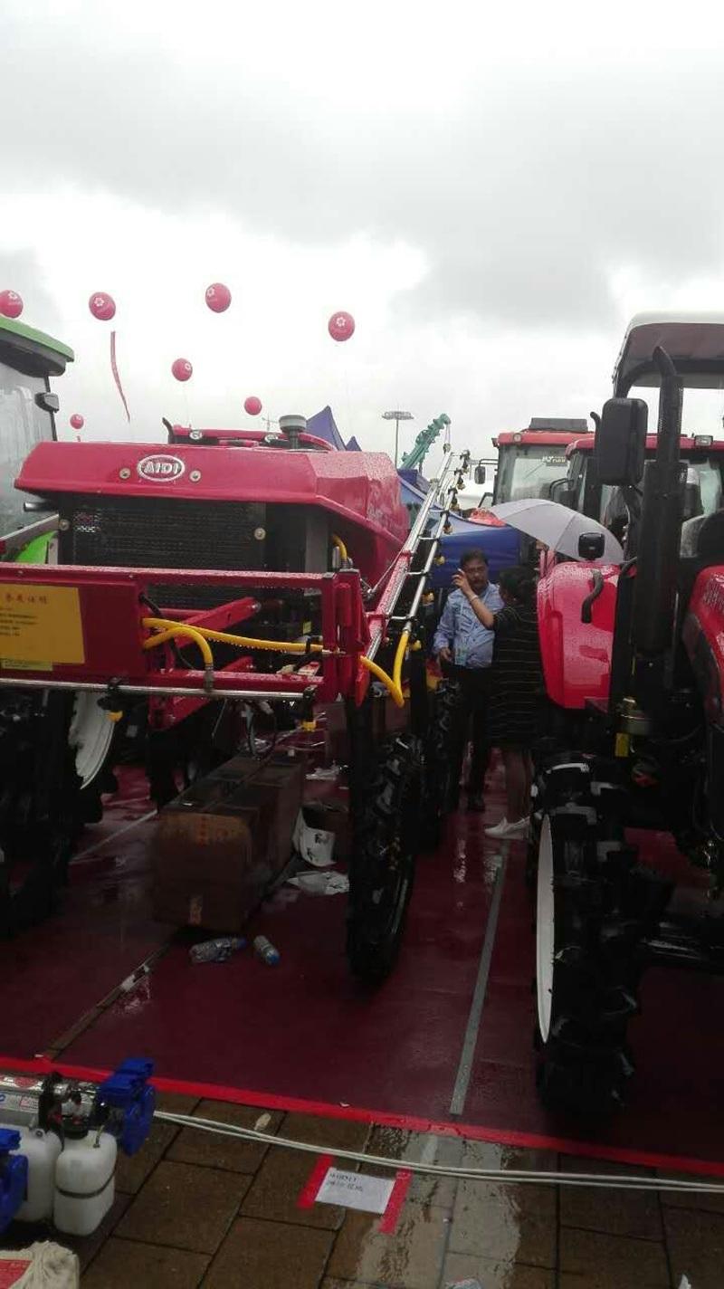 Aidi Brand 4WD Hst Diesel Engine Machine Boom Sprayer for Vegetable Field