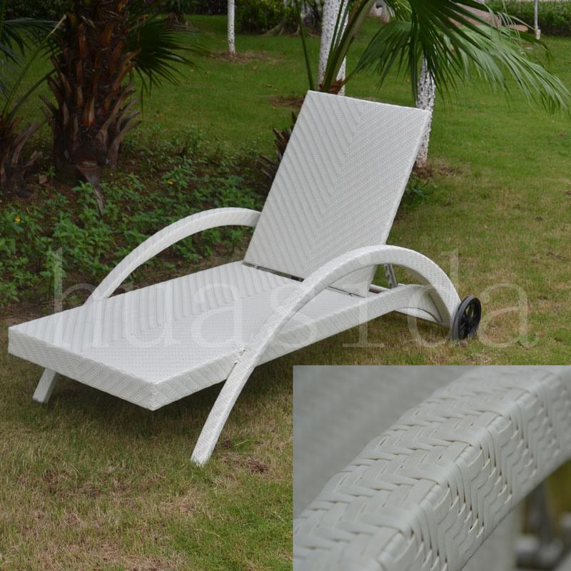 Aluminum Frame PE Wicker Lounger with Armrest for Garden