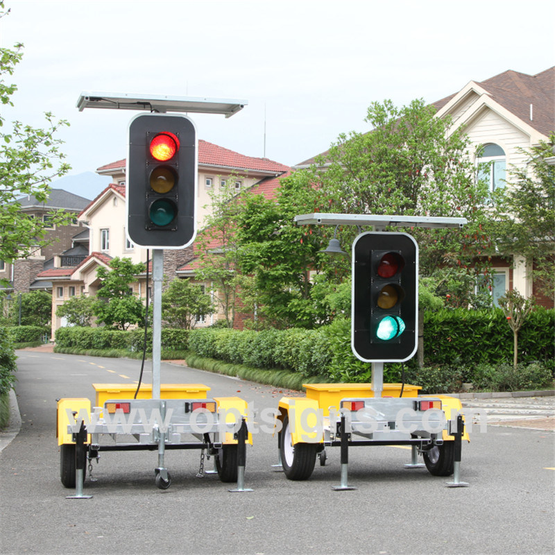 Mobile Solar Flashing LED Signs Red Green Traffic Signal Light Poles