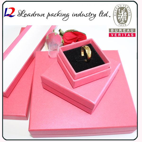 Leather Velvet Jewellery Candy Cosmetic Packing Box Perfume Box Business Suit Box Badge Box Paper Bag Jewelry Ring Bangle Necklace Packaging Box (Lj08)