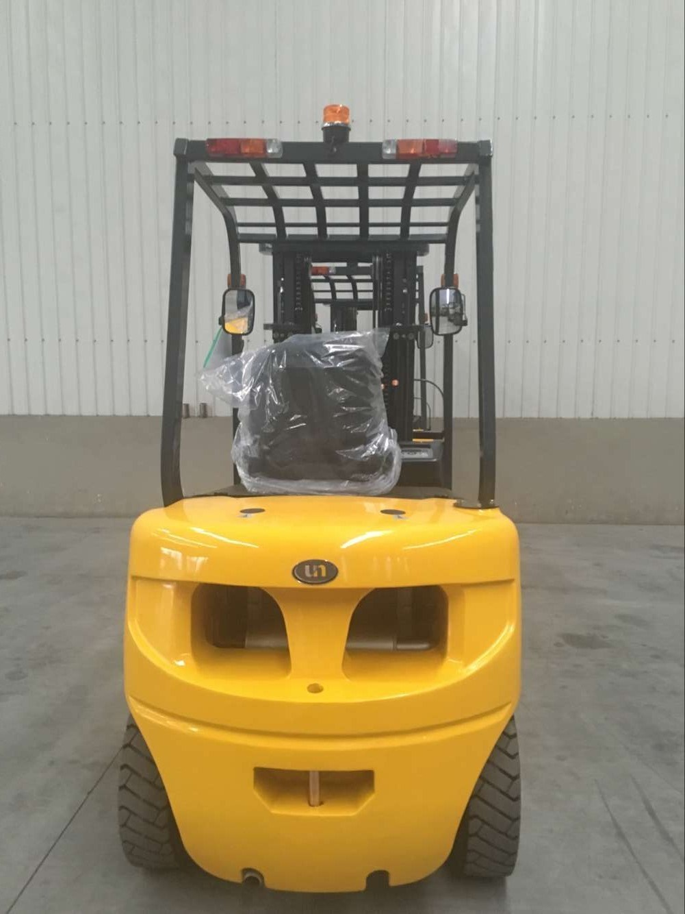 Un New Series Diesel Forklift 3 Ton Diesel Forklift with Japanese Engine 3 Meters Lifting Height Mast