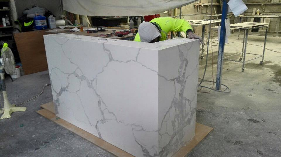 Hot Sale Cheap Kitchen Artificial Carrara Marble White Stone Quartz Benchtop Wholesale