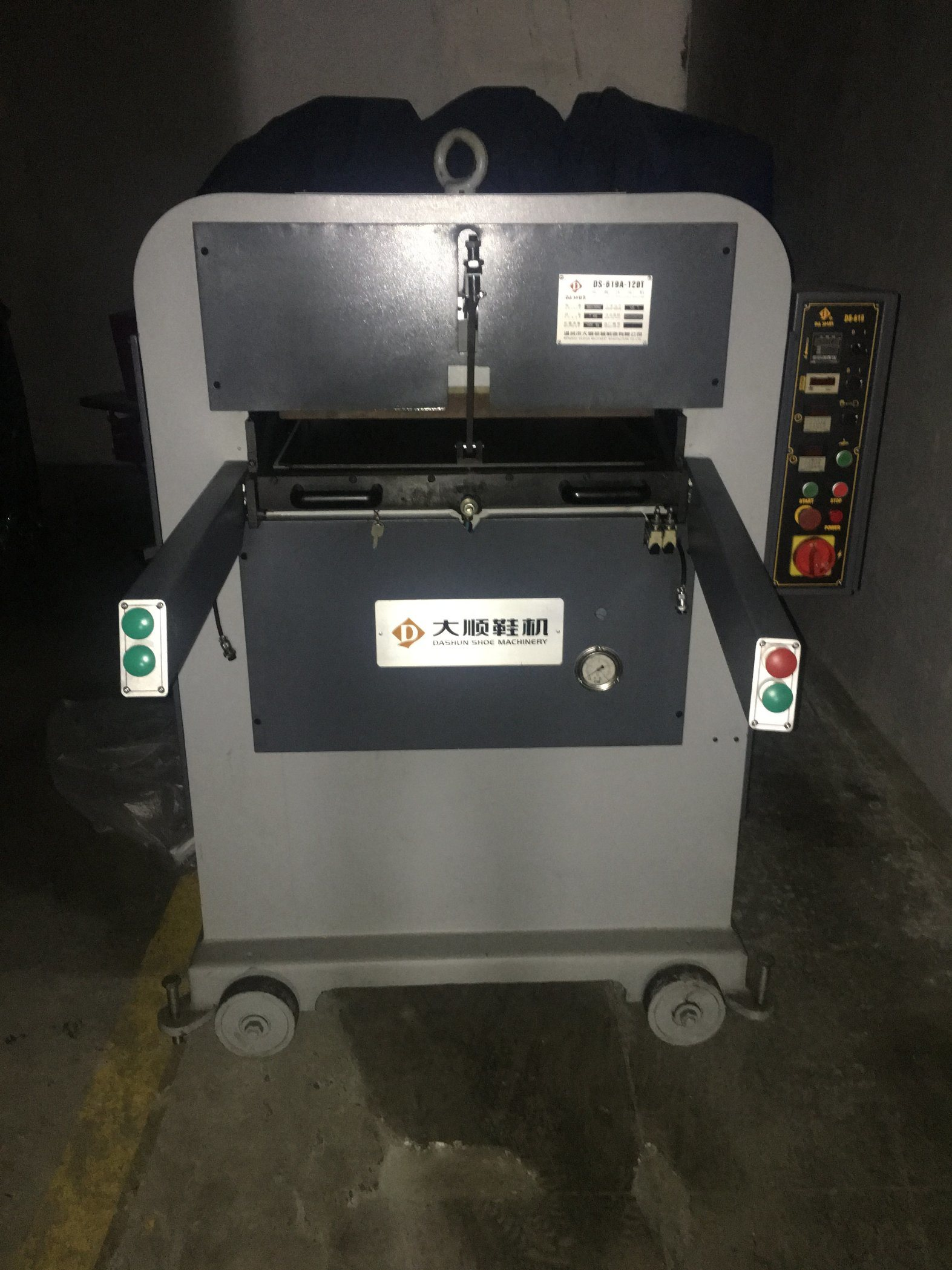 Ds-619A-120t Perforating & Embossing Machine for Leather