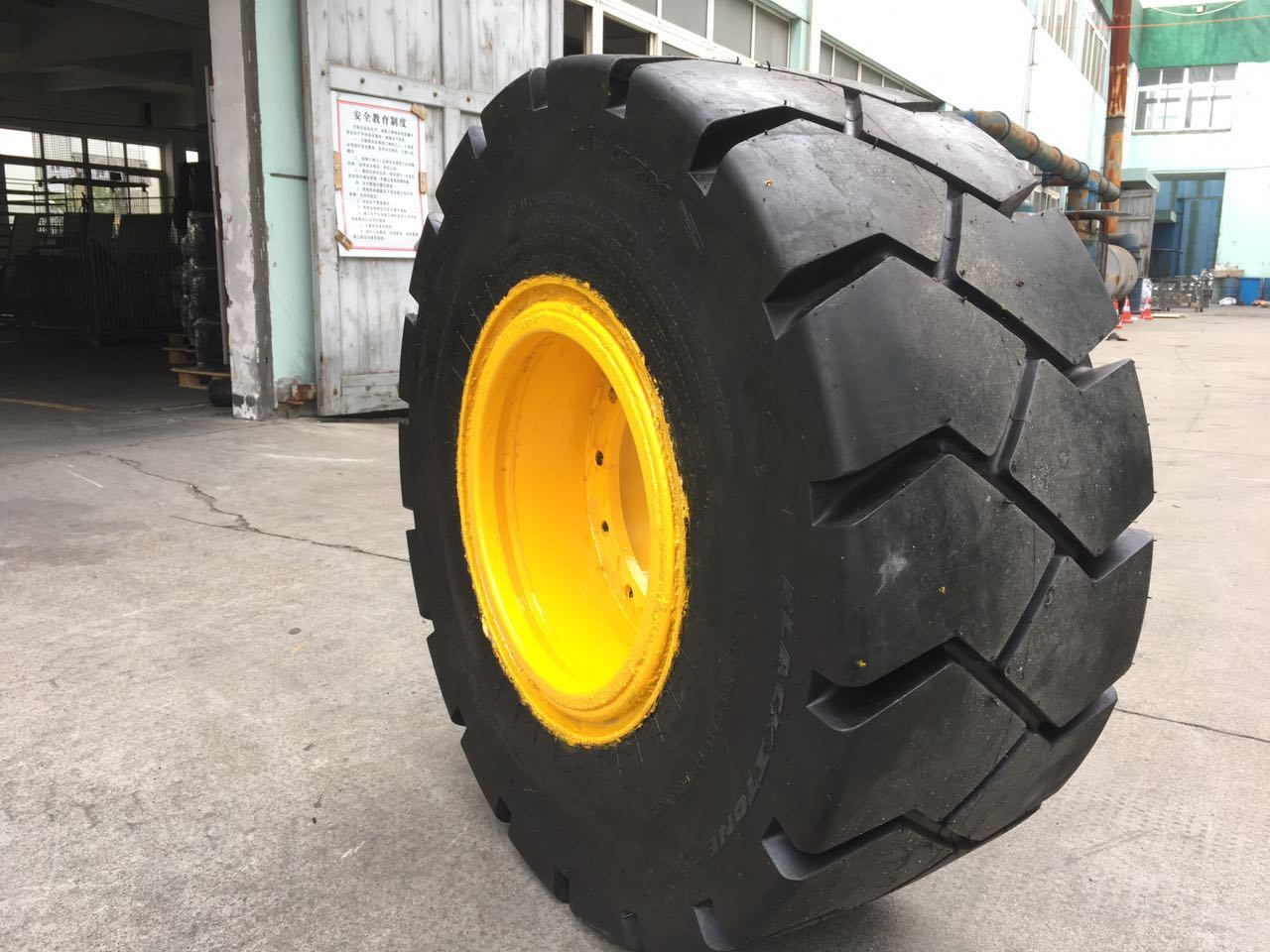 Heavy Duty Truck Solid OTR Tires.