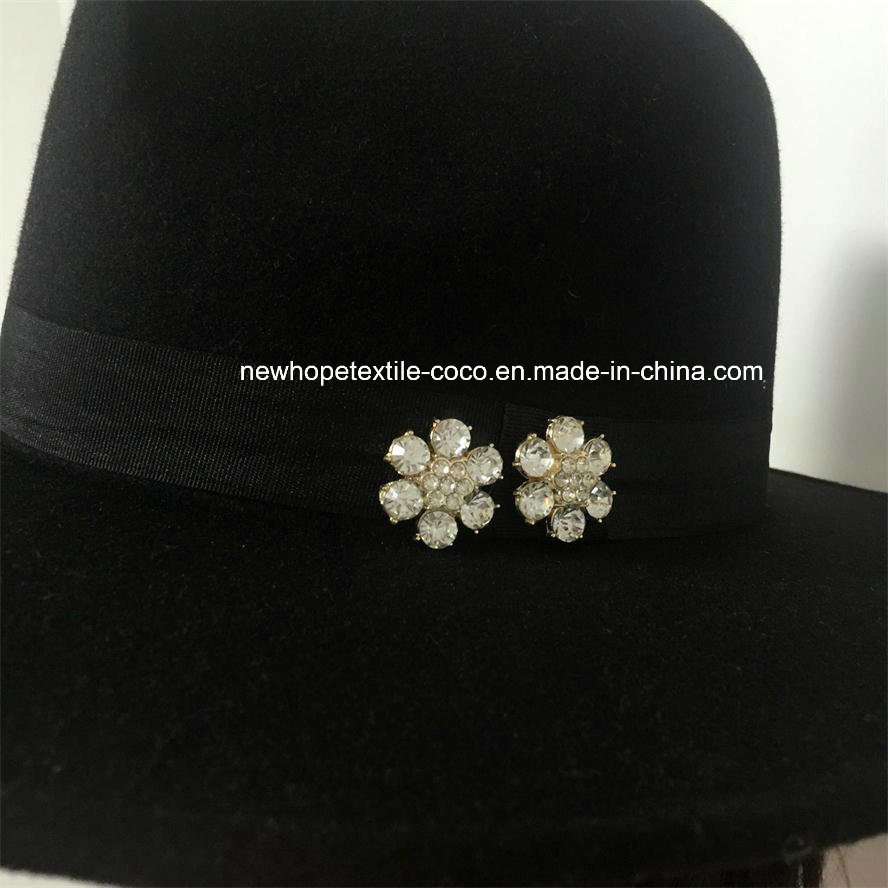 Fashion Fake Wool Lady′s Hat with Metal Decoration