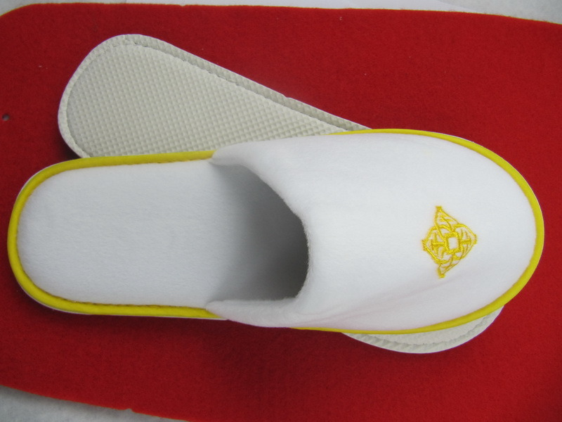 Hotel Slipper with Embroidery (DPFJB01)