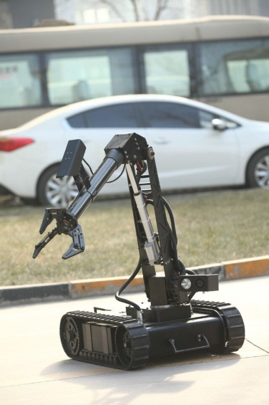 Robot Er3 Flexible Operated on Explosive Ordance Disposal