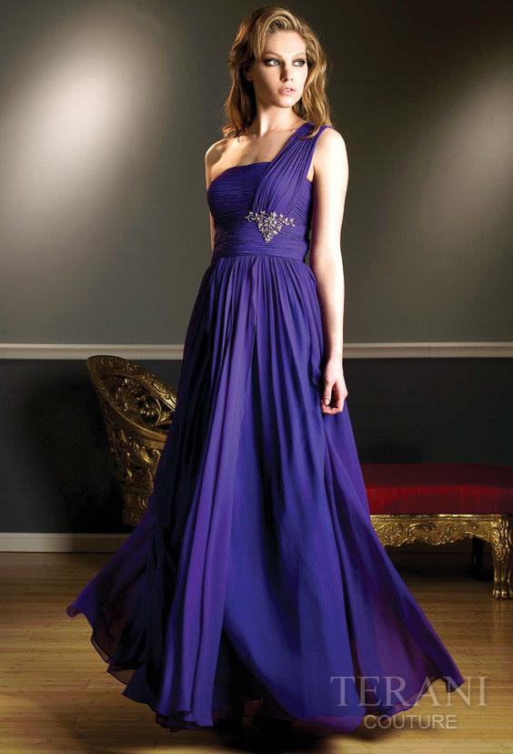 The ceremonial formal wedding dress