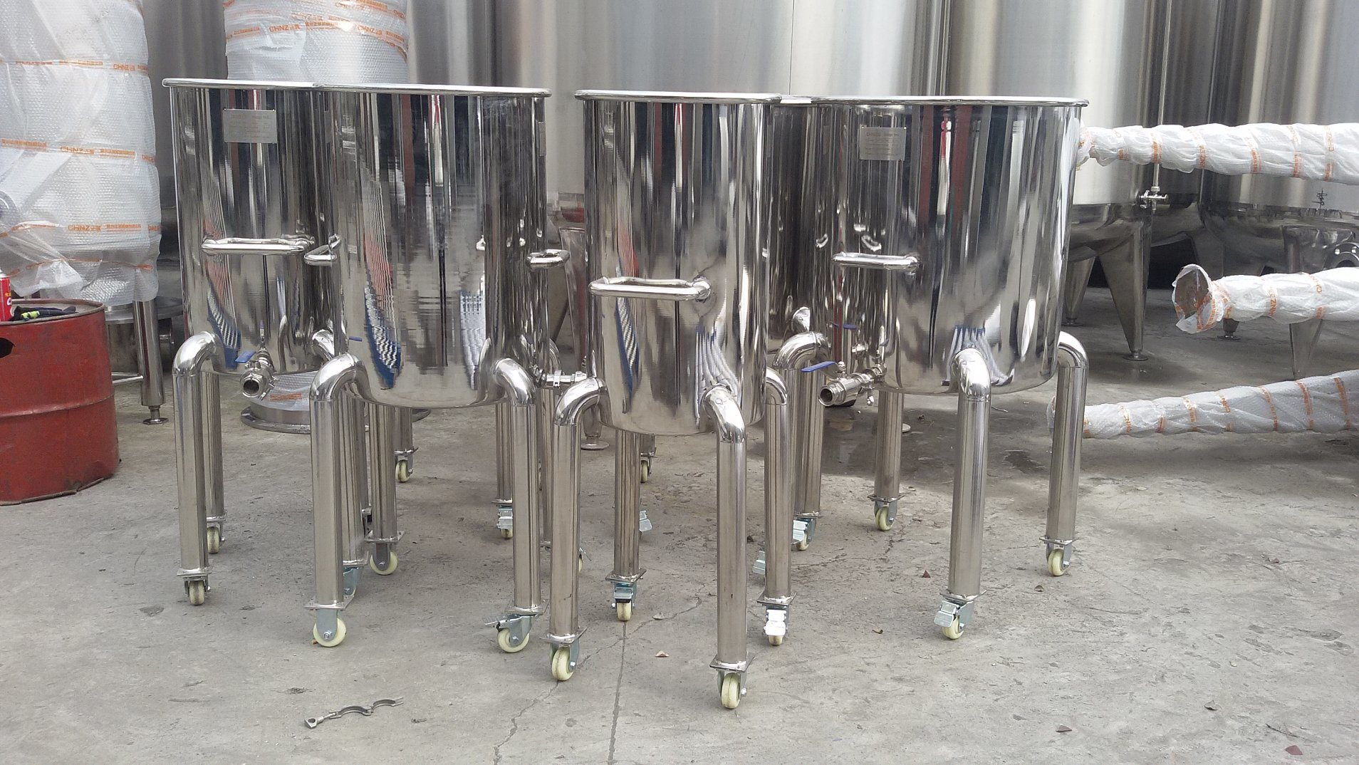 Stainless Steel Movable Storage Tank with Universal Wheels