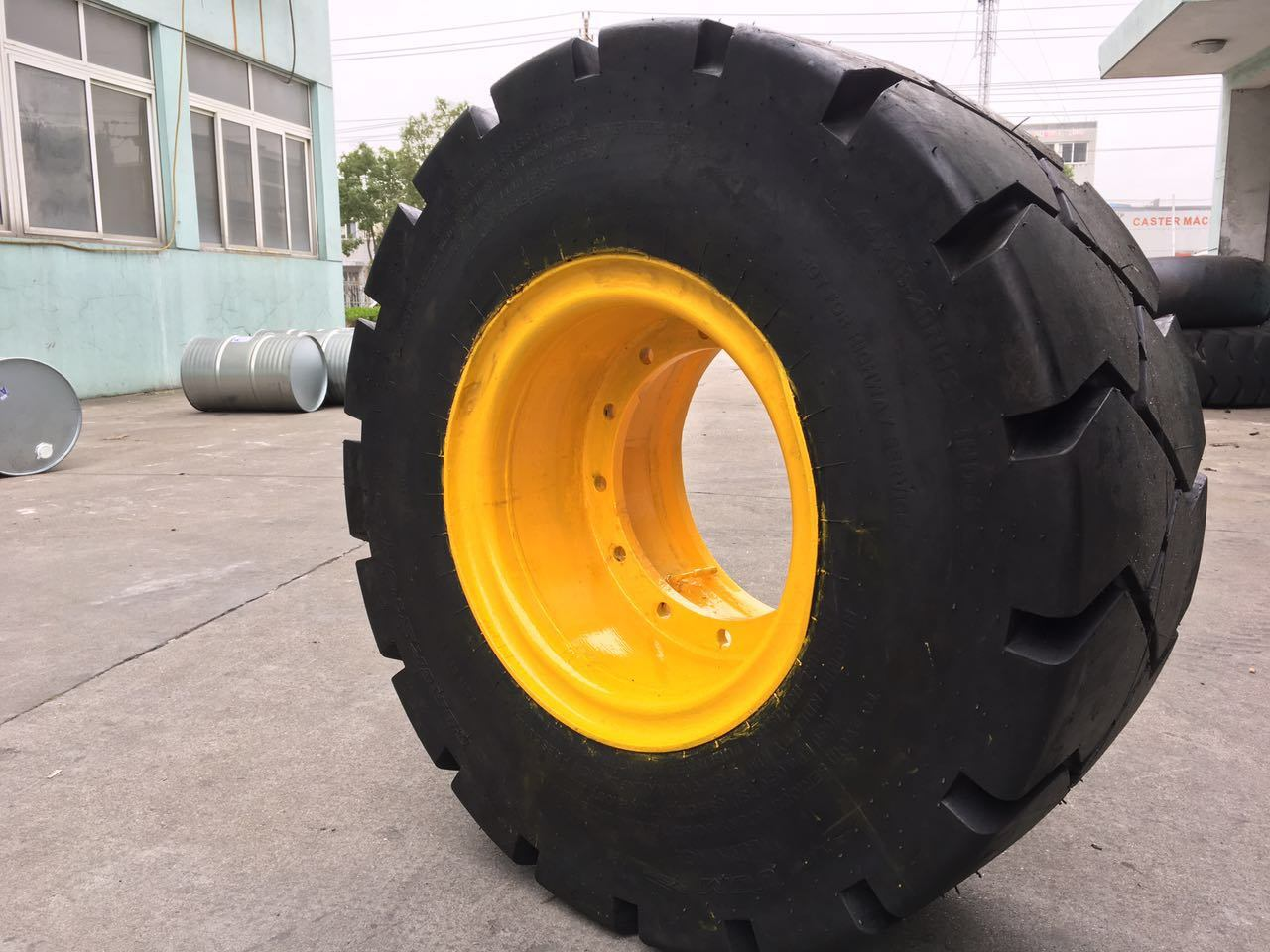 90-16 E3/L3 OTR Tires for Heavy Dump Trucks