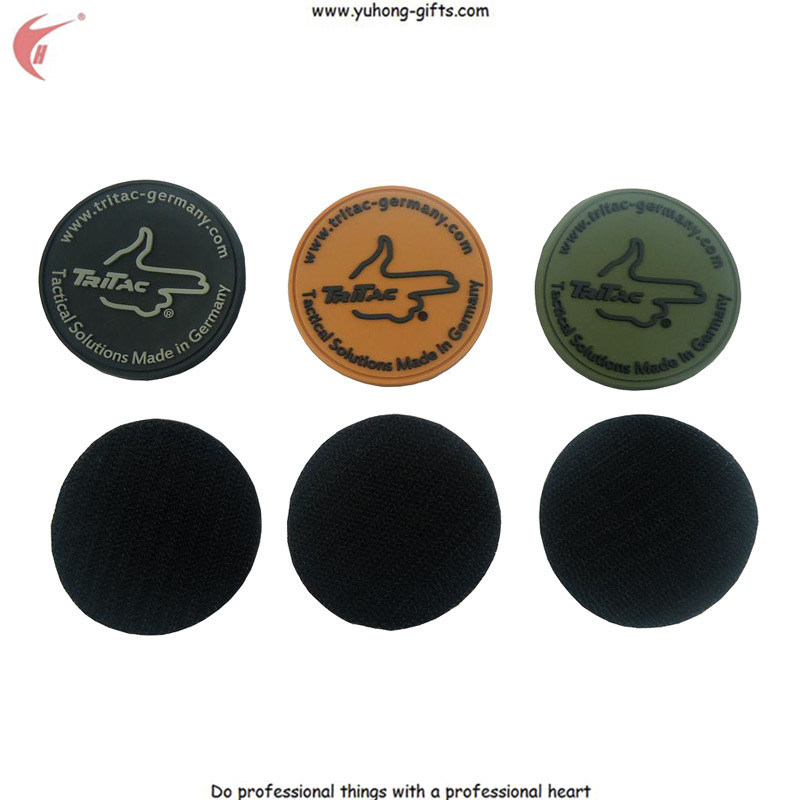2015 New Soft PVC Rubber Label Patch Back with Magic Tape (YH-RL058)