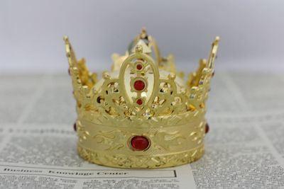 Golden Glorious Crown Perfume Car Decoration