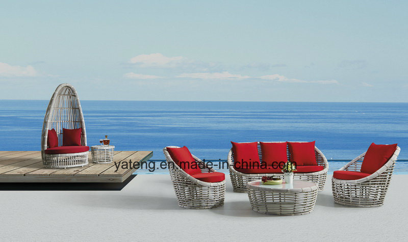 New Deisgn Hotel Beach Furniture Sun Lounge Ofa Bed with Coffee Table (YT632)