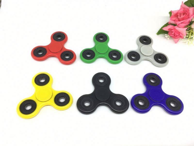 2017 New Hot Tri-Spinner Fidget Toy Plastic Hand Spinner for Anti Stress Toys