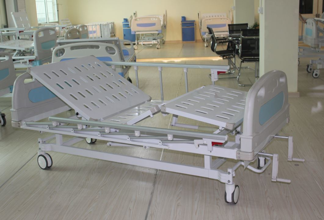 CE Certificate Two Cranks Manual Medical Bed (SK-MB108)
